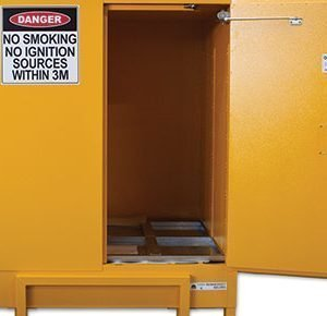 Flammable liquids safety cabinet – 850L pallet size