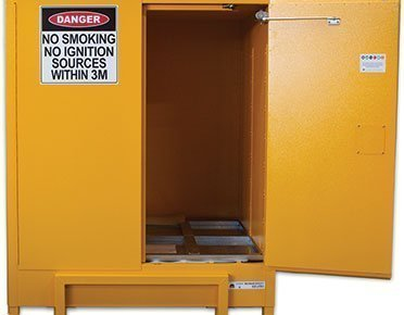 Flammable liquids safety cabinet – 850L pallet size